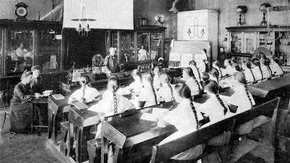 110 лет назад открылось первое в России высшее техническое учебное заведение для девушек