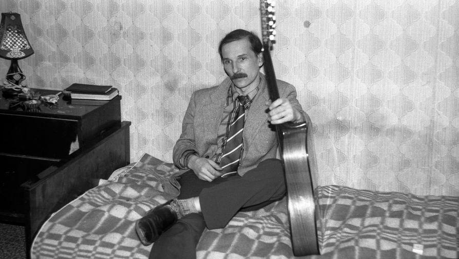 Петр Мамонов наквартирнике, 1985 год