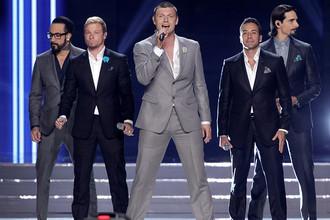 Группа Backstreet Boys во время выступления на церемонии награждения