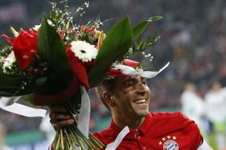 Перед началом матча с «Вольфсбургом» Филиппу Ламу подарили букет цветов