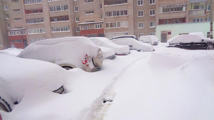 В Кирове образовались аномальные сугробы