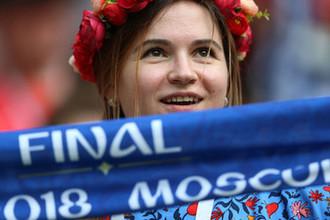 Болельщица перед началом финального матча чемпионата мира по футболу между сборными Франции и Хорватии в Москве, 15 июля 2018 года