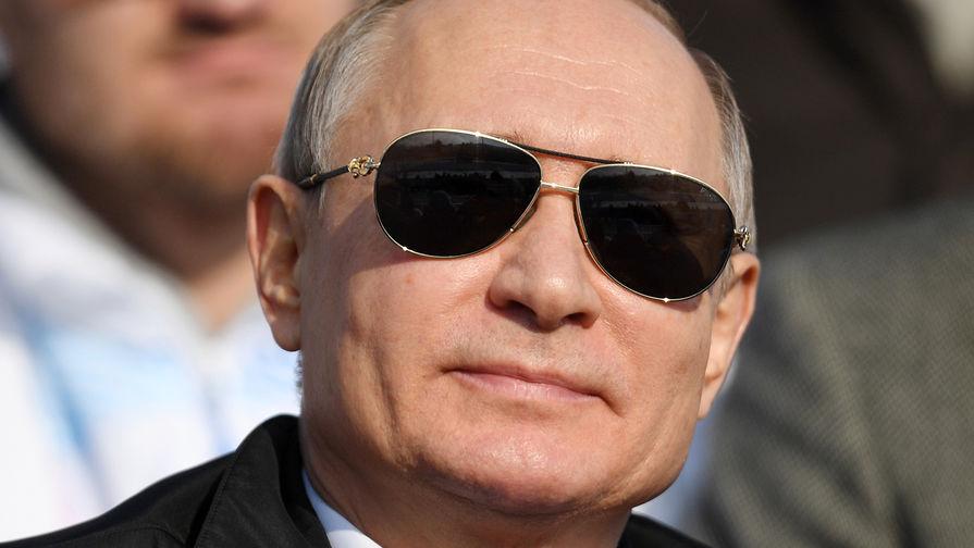 Путин за 2018 год заработал меньше Медведева