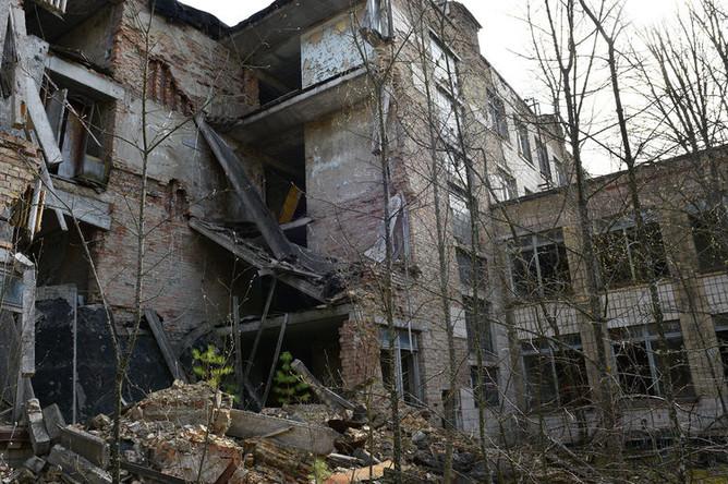 Заброшенный дом на территории зоны отчуждения Чернобыльской АЭС, 2017 год