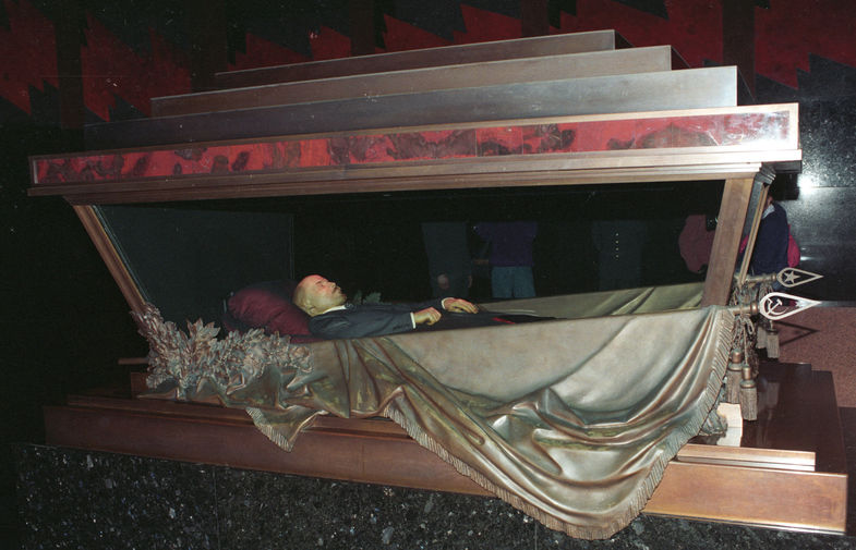 Тело В.И.Ленина в мавзолее на Красной площади, 1993 год