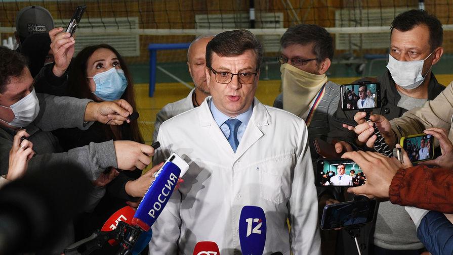 Главный врач омской БСМП №1 Александр Мураховский выступает на брифинге, посвященном состоянию здоровья политика Алексея Навального, госпитализированного в реанимацию токсикологического отделения в тяжёлом состоянии.