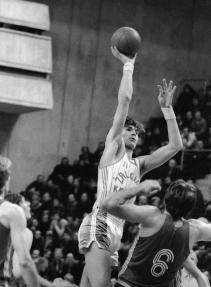 1983 год. Центровой «Жальгириса» Арвидас Сабонис в матче против ЦСКА