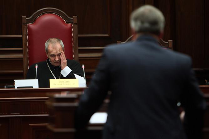 КС постановил, что «муниципальный» и «президентский» фильтры на губернаторских выборах не противоречат конституции