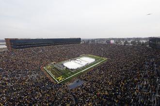 В США хоккейный матч способен собрать больше ста тысяч зрителей
