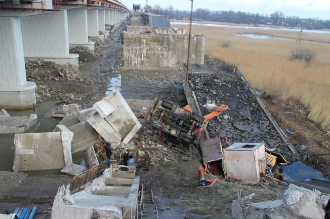 Ситуация на месте обрушения моста в Калининграде