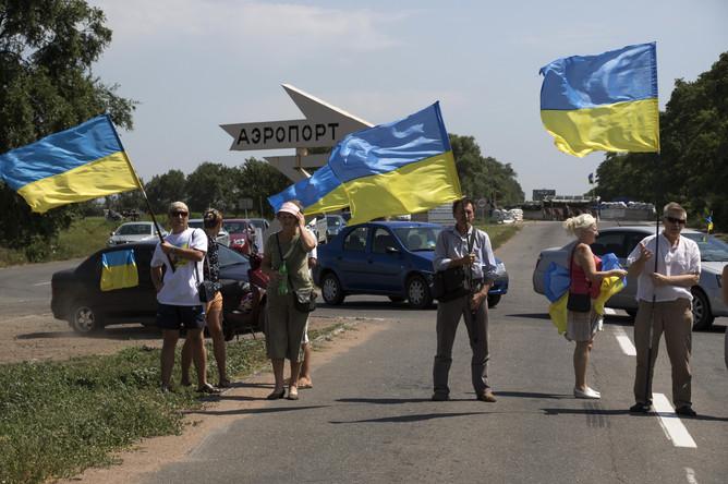 Активисты колонны «автомайдана» у штаба сектора М в аэропорту