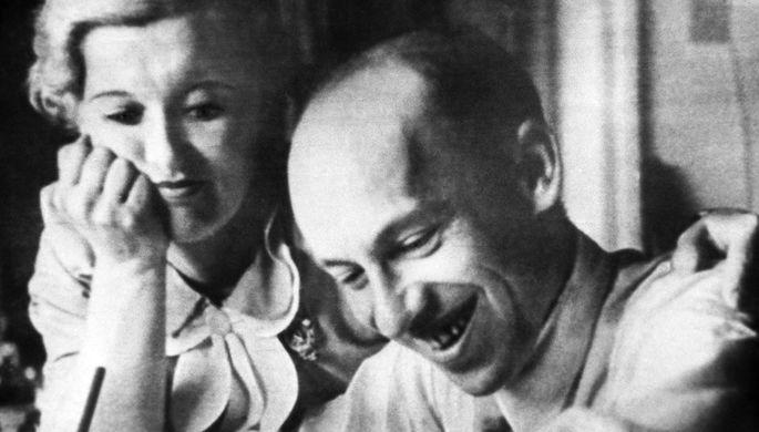 Народная артистка СССР Любовь Орлова и композитор Исаак Дунаевский, 1956 год