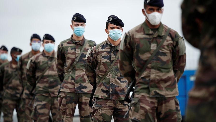 «Речь о выживании страны»: военные Франции поддержали отставных генералов
