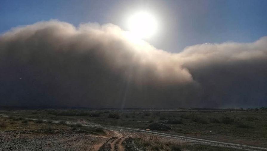 Последствия пыльной бури в Астрахани, 19 мая 2021 года