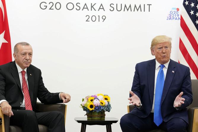 Президент Турции Реджеп Тайип Эрдоган и президент США Дональд Трамп во время встречи на полях саммита G20, 29 июня 2019 года