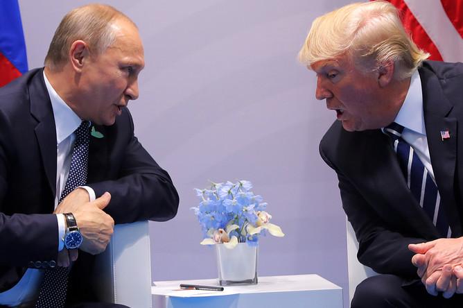 Владимир Путин и Дональд Трамп во время встречи на саммите G20 в Гамбурге