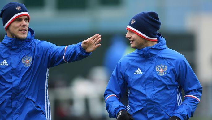 Игроки сборной России по футболу Александр Кокорин и Алан Дзагоев