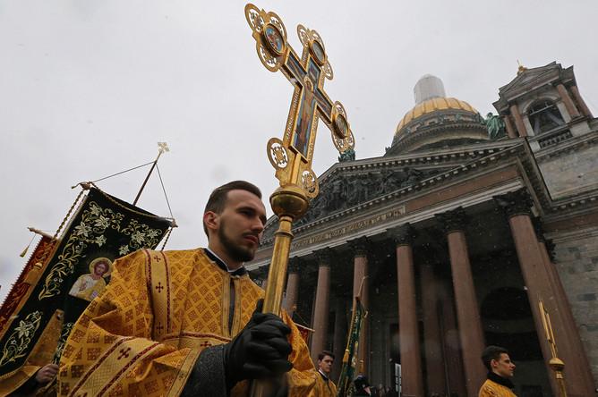 Санкт-Петербург. 19 февраля 2017. Во время крестного хода в поддержку передачи Исаакиевского собора Русской православной церкви