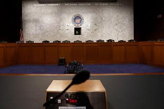 Зал в специальном комитете сената США по разведке перед выступлением бывшего директора ФБР Джеймса Коми