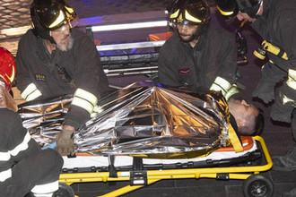 У станции метро в центре Рима, где при обрушения эскалатора пострадали российские болельщики, 23 октября 2018 года