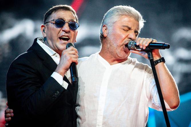 Певцы Григорий Лепс и Сосо Павлиашвили во время выступления на концерте, посвященном 56-летию Г. Лепса, 2018 год