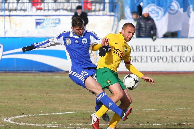 Игра на поле стадиона «Локомотив» изобиловала единоборствами