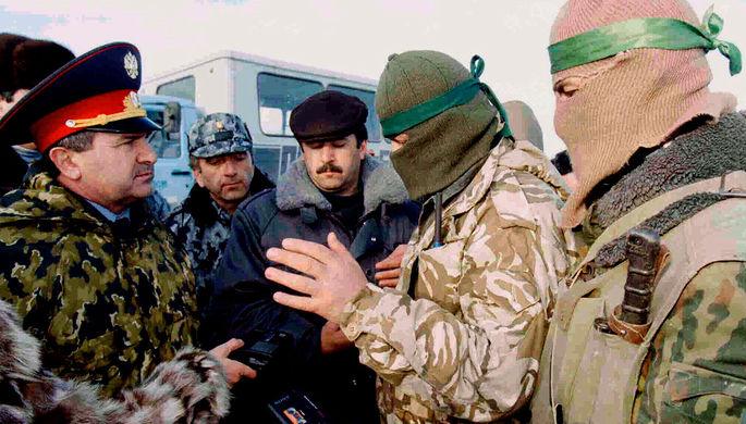 Переговоры об условиях освобождения заложников, захваченных чеченскими боевиками под командованием Салмана Радуева в Кизляре