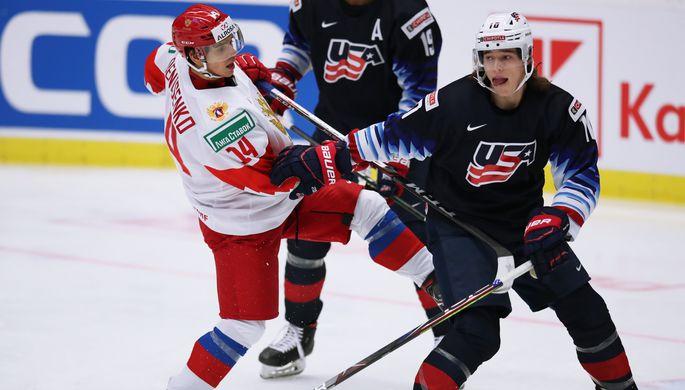 Слева направо: Григорий Денисенко (Россия) и Кёртис Холлш (США)