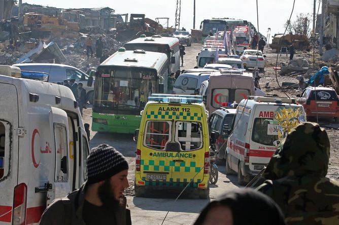 Автобусы и машины скорой помощи для эвакуации из Алеппо, 15 декабря 2016 года