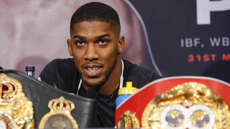 Британский боксер-профессионал
