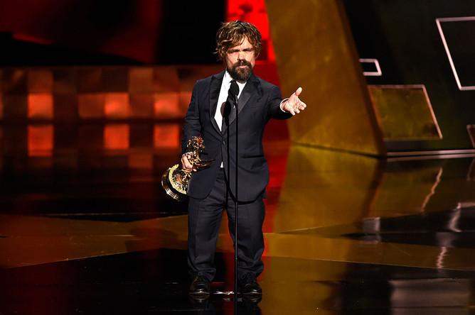 Питер Динклэйдж на церемонии Emmy Awards 2015