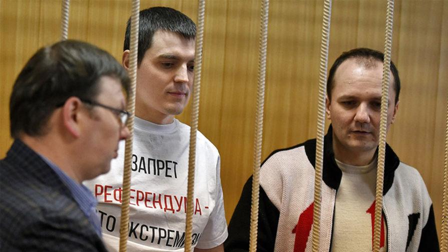 Александр Соколов (в центре) и подполковник в отставке Кирилл Барабаш (справа), январь 2017 года