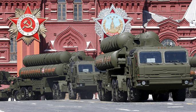 ЗРК С-400 «Триумф» во время военного парада в День Победы в Москве, 2015 год