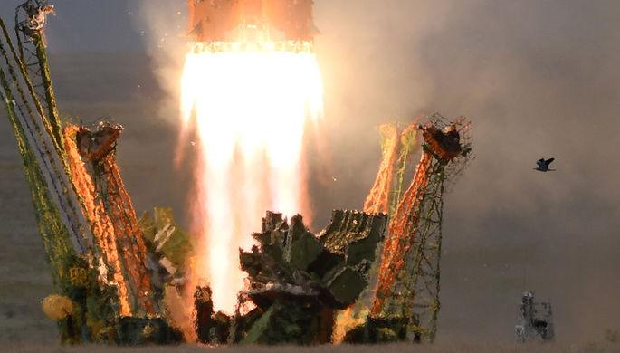 Пуск ракеты-носителя «Союз-ФГ» с пилотируемым кораблем «Союз МС-09» со...