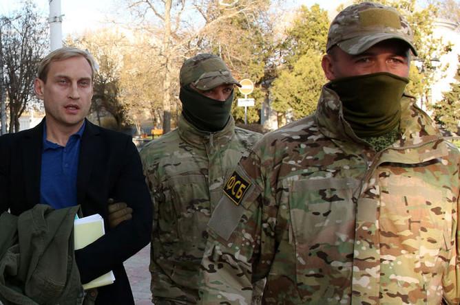 Глава администрации Евпатории Андрей Филонов, задержанный после обысков в здании администрации