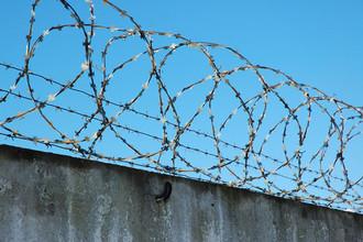 В иркутской колонии для бывших силовиков заключенные порезали себе руки