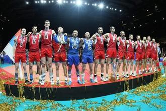Сборная России на верхней ступени пьедестала почета чемпионата Европы