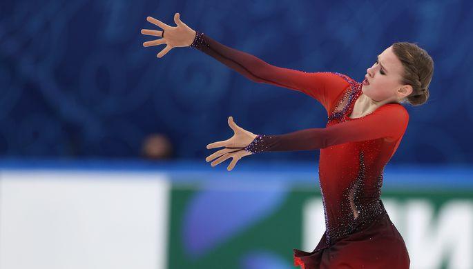 Майя Хромых выступает с произвольной программой в женском одиночном катании в финале Кубка России по фигурному катанию в Москве.