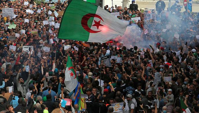 Реванш исламистов: радикалы захватывают мирный протест в Алжире
