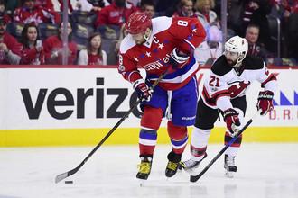 Капитан «Вашингтона» Александр Овечкин (слева) в последних матчах «замолчал», но его команда все равно побеждает