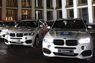 Автомобили немецкой марки BMW, подаренные российским спортсменам- победителям и призерам XXIII зимних Олимпийских игр в Пхенчхане,28 февраля 2018 года