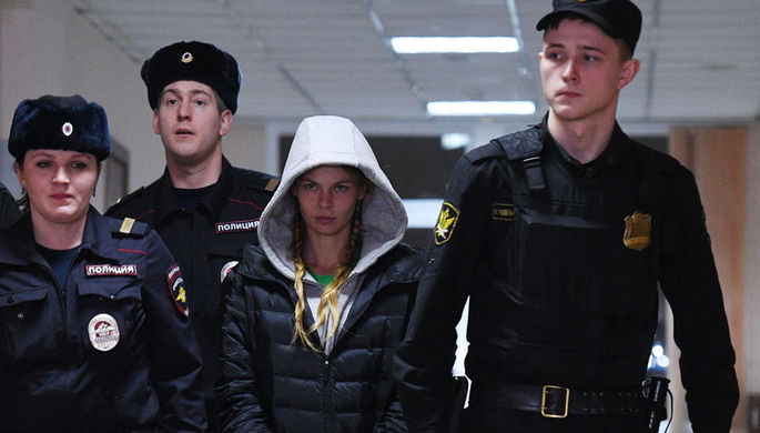 Неудобный вопрос: за что активистов в МГУ вывели из зала