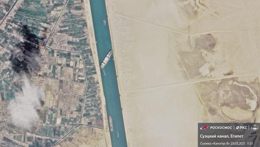 Вид на заблокированный Суэцкий канал из космоса, 25 марта 2021 года