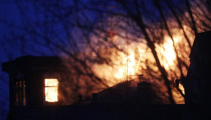 Пожар в доме в коттеджном поселке «Новые Вешки», где забаррикадировался мужчина и открыл стрельбу по силовикам, 30 марта 2021 года