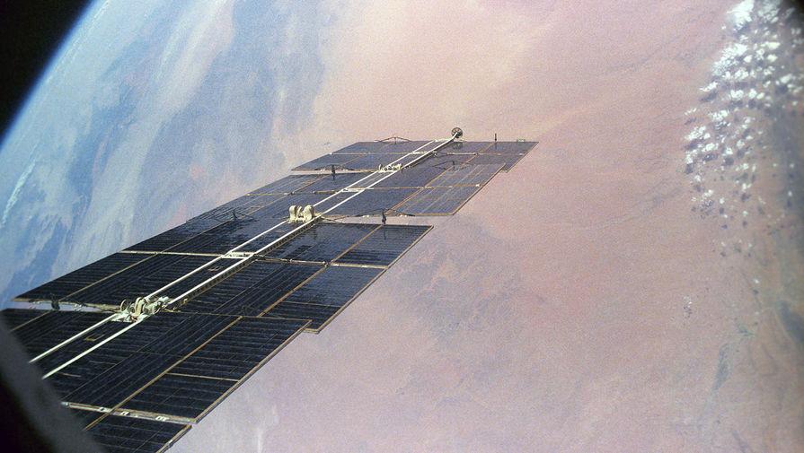 Вид из иллюминатора орбитальной космической станции «Мир», 1986 год