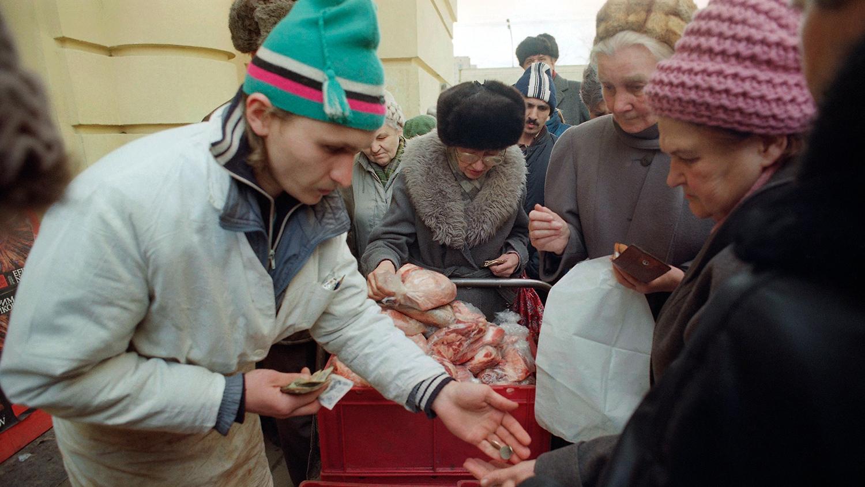 Продажа мяса на улице в Москве, 1 апреля 1991 года