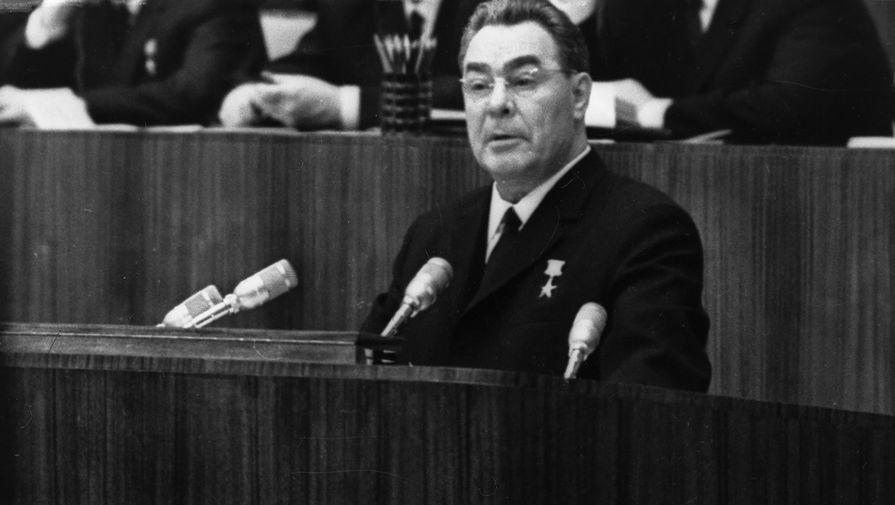Генеральный Секретарь ЦК КПСС Леонид Ильич Брежнев на трибуне XXIII съезда КПСС, 1966 год