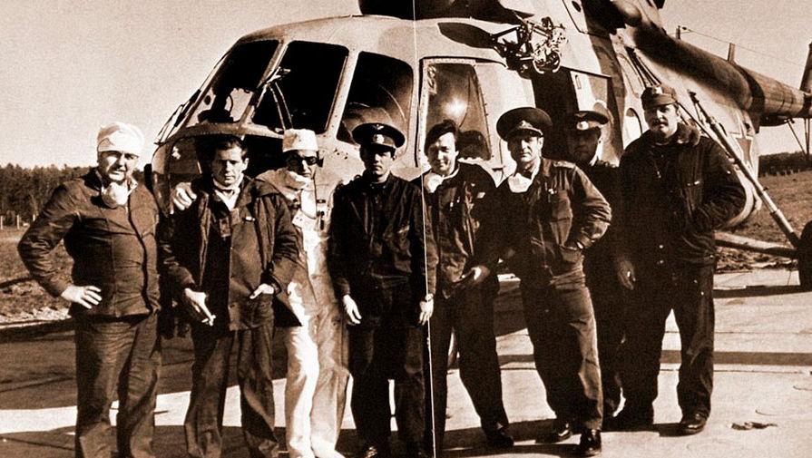 Экипаж капитана В. Воробьева (четвертый слева направо)