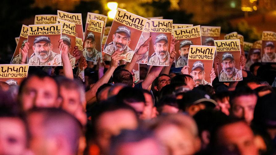 Пашинян объявил блокаду всех дорог Армении
