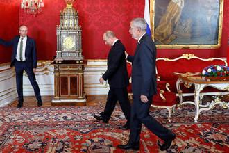 Президент Австрии Александр Ван дер Беллен и президент России Владимир Путин во время визита в Вену, 5 июня 2018 года